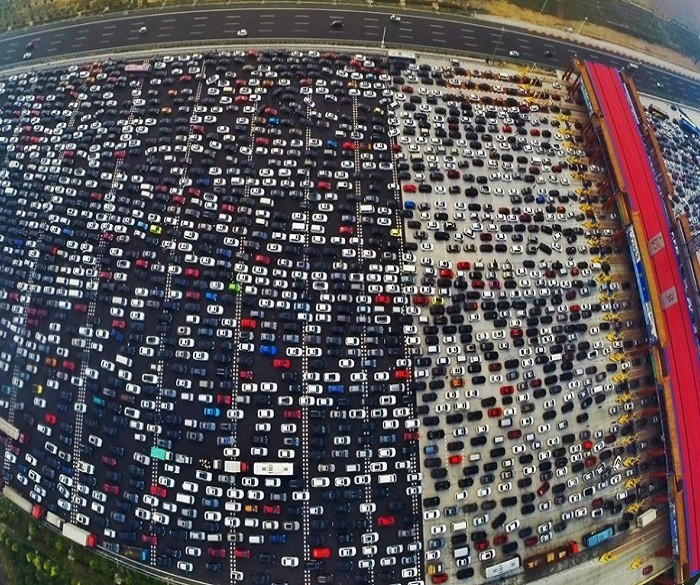 chinese-traffic-jam-safethumb-1021x580-700x585